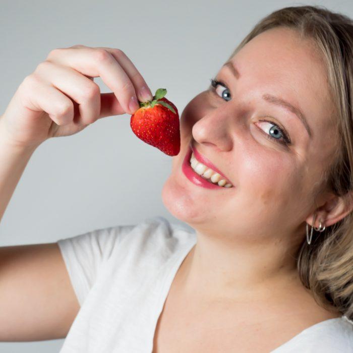 Fanny met aardbeien 8-3-2020-2
